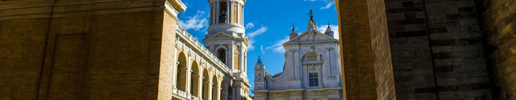 Rejoignez la ville de Loreto avec Bonelli Bus, site religieux pittoresque et important centre historique et artistique dans la province d'Ancône.